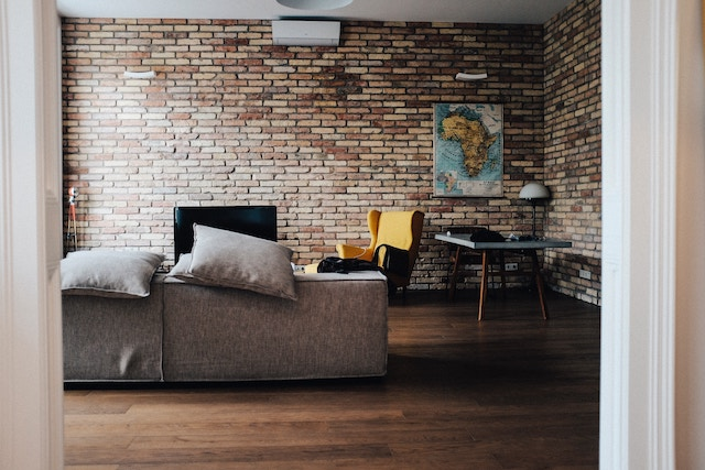 Landlord offering a furnished property.